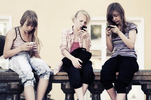 Werden unsere Kinder durch Handy und Internet aggressiver und asozialer?