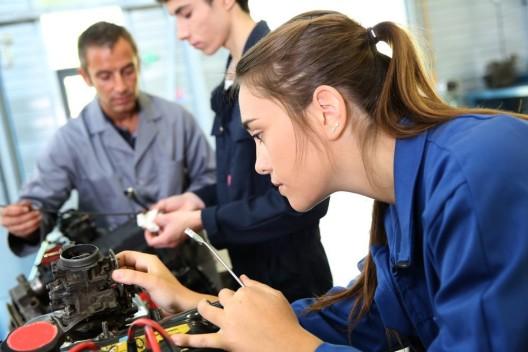 Industrie-Lehrstellen unbesetzt: Imageproblem oder Elitismus?