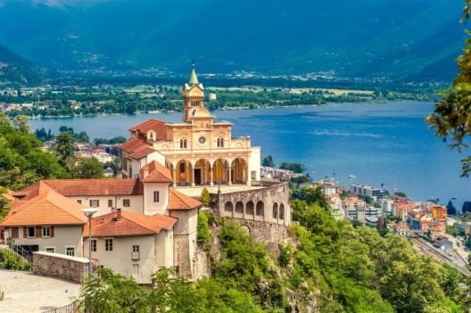 Mit einer Ferienwohnung Tessin zur High-Society am Lago Maggiore