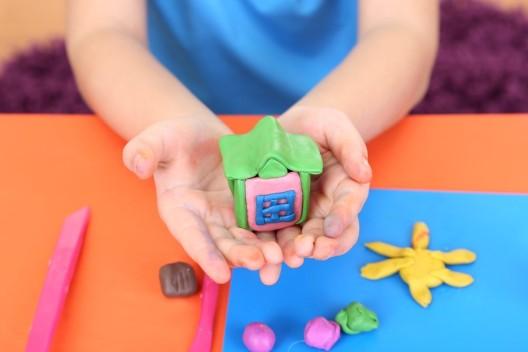 Spielen mit Knetmasse – wichtig für die Entwicklung der Kinder