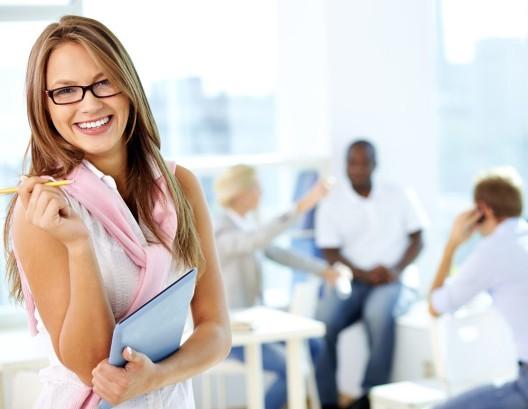 Lösung für Fachkräftemangel: Mehr Frauen in die Betriebe