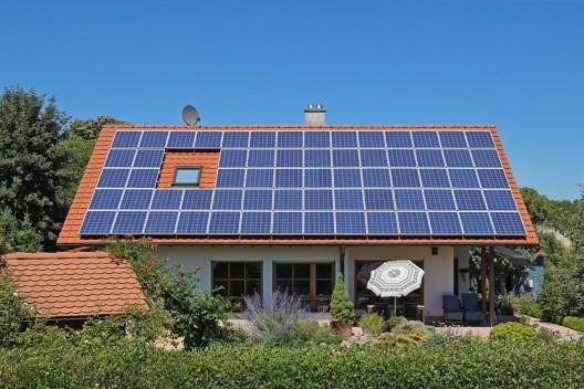 Selbst erzeugte Energie im Eigenheim – es gibt mehrere Möglichkeiten