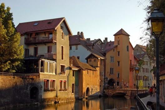 Mit Carreisen eine romantische Fahrt nach Annecy, das Venedig der Alpen