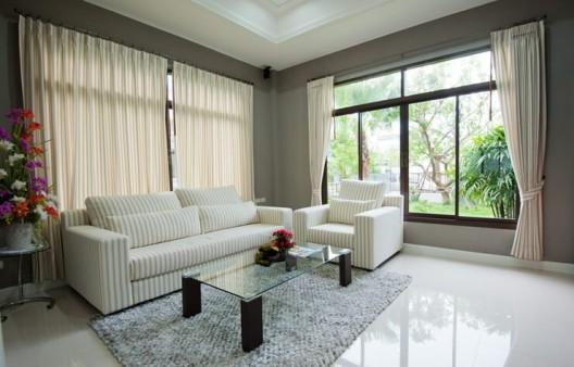 Besondere Vorhänge für grosse Fenster schaffen Atmosphäre