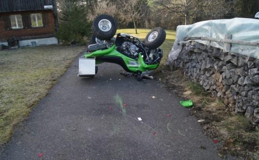 Oberägeri ZG: Schwerstverletzter Quadfahrer nach Unfall im Spital verstorben
