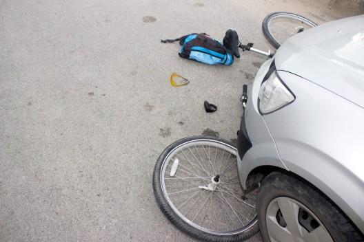 Farvagny FR: Radfahrer bei Verkehrsunfall schwer verletzt - Zeugenaufruf
