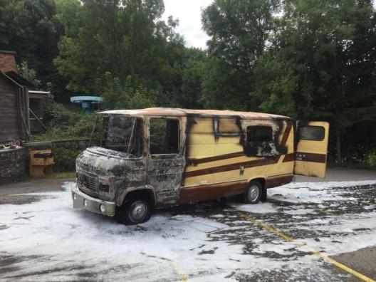 Densbüren AG: Brand eines Wohnmobils - Fahrzeug brannte total aus