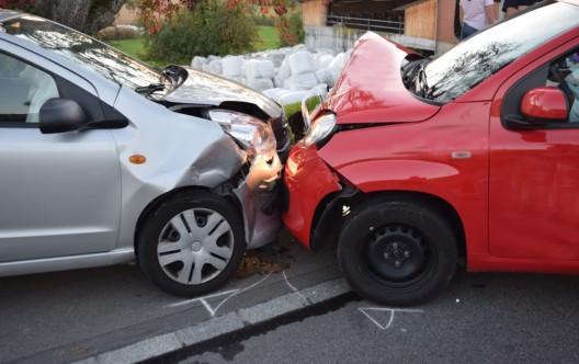 Geuensee LU: Zwei Autos frontal zusammengeprallt – zwei Leichtverletzte