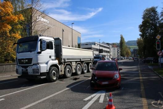 St.Gallen SG: Kollision zwischen Auto und Lastwagen - Zeugenaufruf