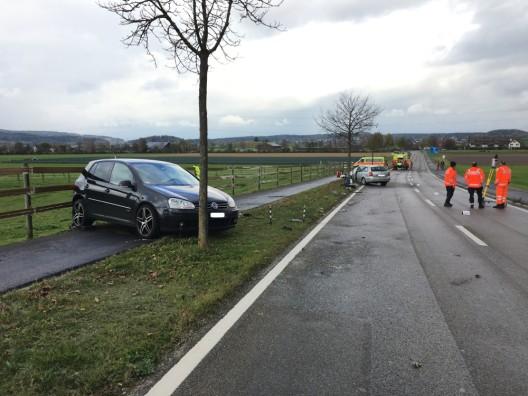 Seuzach ZH: Lenker (88) fährt über Wiese und prallt in Auto – Zeugenaufruf