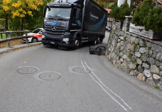 Klosters GR: Radfahrerin bei Kollision mit Lastwagen leicht verletzt