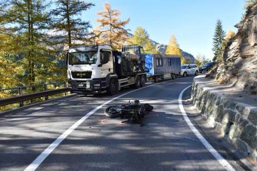 Marmorera GR: Kollision zwischen Motorradlenker (21) und Lastwagen