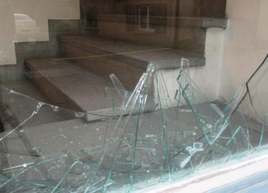 Glarus / Netstal GL: In Möbelfabrik und Wohnhaus eingebrochen – Zeugen gesucht