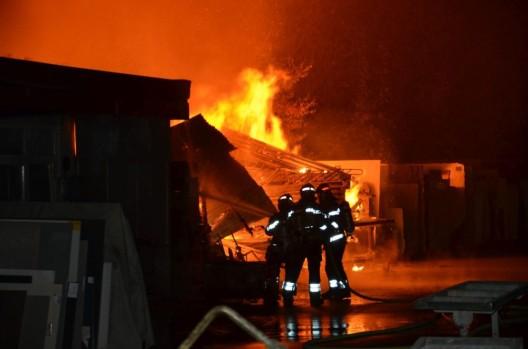 Birsfelden BL: Gerätehaus durch Feuer zerstört – Zeugen gesucht