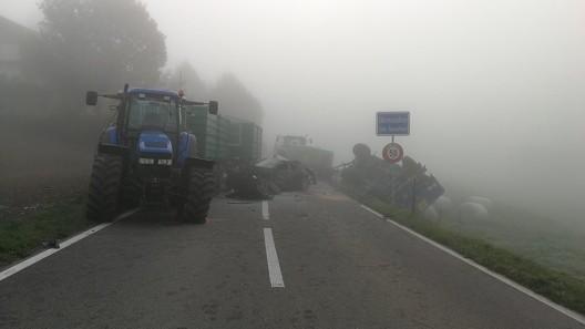 Oberneunforn TG: Überholmanöver bei Nebel – Auto mit Traktor kollidiert (Video)