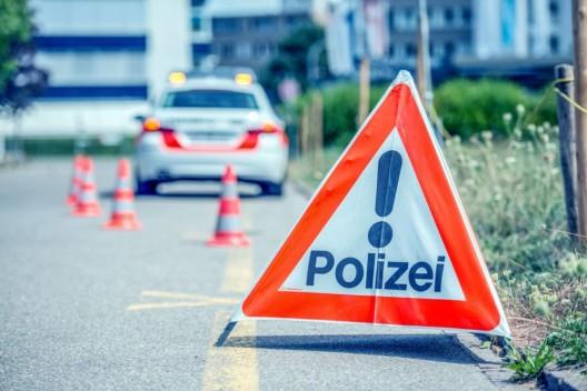 Dübendorf ZH: Kollision zwischen Sattelschlepper und PW - Zeugenaufruf