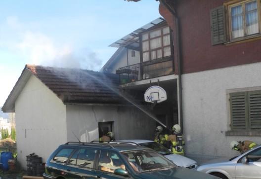 Schübelbach SZ: Brand in Hausanbau - Ermittlungen aufgenommen