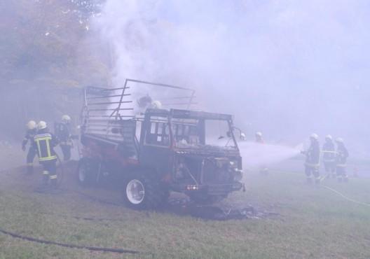 Muotathal SZ: Brand eines Landwirtschaftsfahrzeuges rasch gelöscht