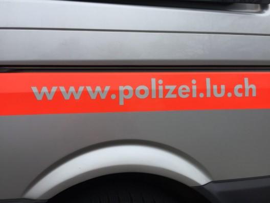 Stadt Luzern: Kind (2) durch Lieferwagen leicht verletzt – Passantin unter Schock