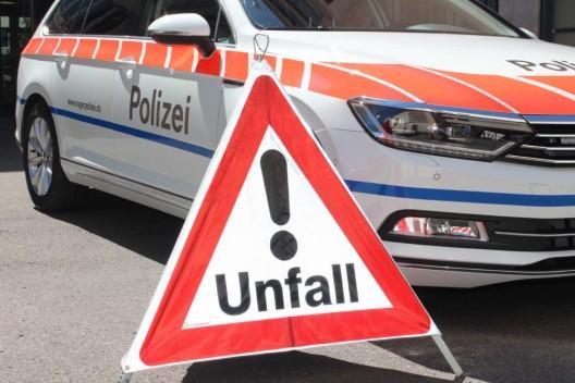 Baar ZG: Velofahrer (84) gestürzt – Auto entfernte sich