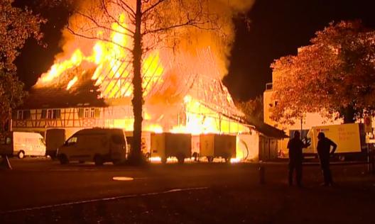 Frauenfeld TG: Unbewohntes Gebäude in Vollbrand geraten (Video)