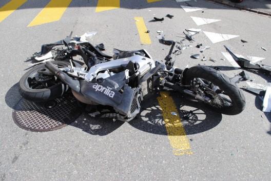 Löhningen SH: Motorradlenker (17) bei seitlicher Frontalkollision verletzt