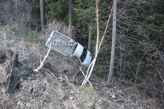 Tiefencastel GR / Julierstrasse: 2 Verletzte nach Selbstunfall am Montagmorgen