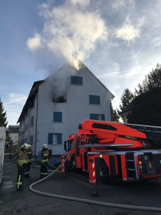 Pratteln BL: Brand in Mehrfamilienhaus - zwei Personen wurden verletzt