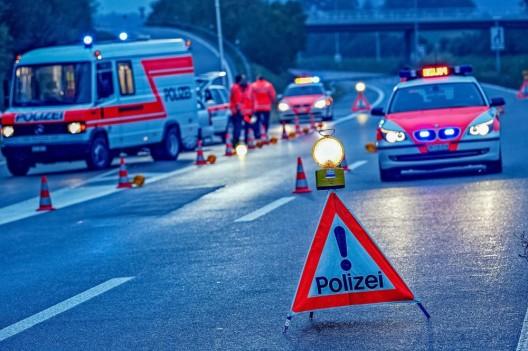 Kanton ZH: Polizeikontrollen - 555 PWs angehalten - Ablenkung am Steuer