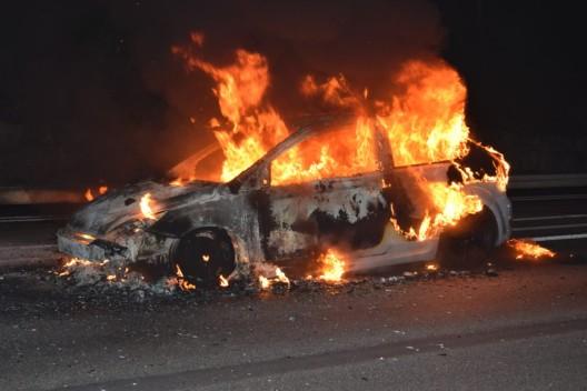 Kanton Luzern: Autobrand auf A2 - Brandursache nicht bekannt