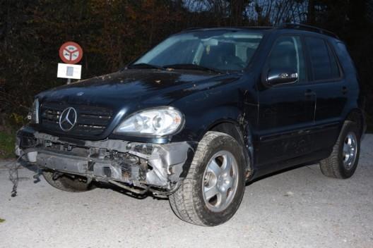 Bollingen SG: Autolenkerin weicht aus und prallt in Böschung - Zeugenaufruf