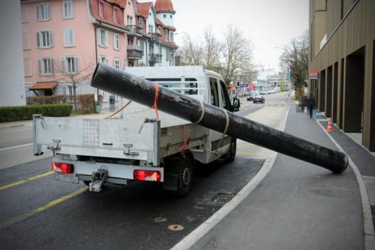 Stadt St.Gallen SG: Ungenügend gesicherte Ladung verursacht Kollision während Fahrt