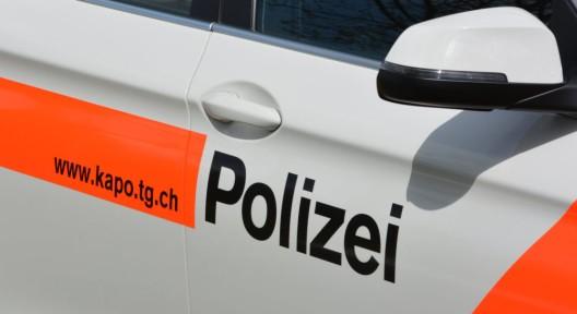 Hefenhofen TG: Autofahrerin (35) prallt in Kandelaber und verletzt sich spitalreif