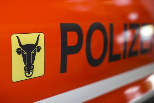 Sisikon UR: Auto prallt ins Heck eines Personenwagens - eine Person verletzt