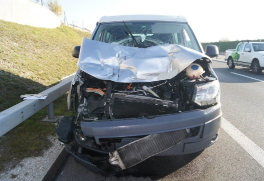 A4 / Knonau ZH: 86-Jähriger fährt in voller Fahrt Lastwagen an – Zeugenaufruf