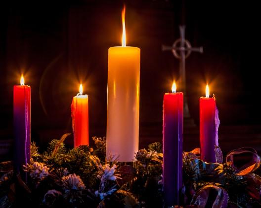 Warnung! Erhöhte Brandgefahr im Advent - Kerzenbrände vermeiden