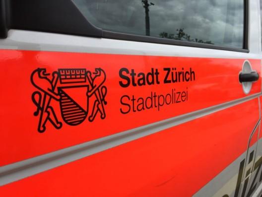 Stadt Zürich: Mehrere Container durch Unbekannte angezündet - Zeugenaufruf