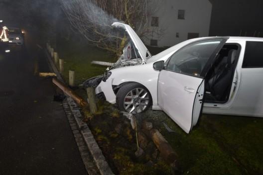 Mauren FL: Fahrzeug nach Selbstunfall an Heiligabend in Brand geraten