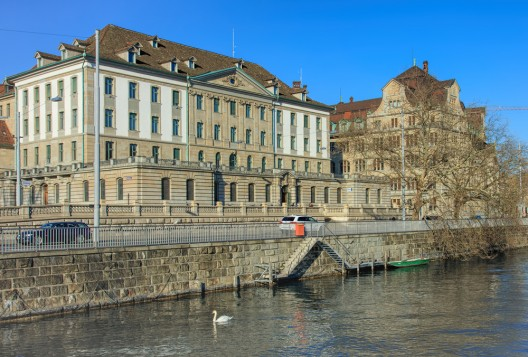 Stadt Zürich ZH: Unwetter – Frau durch umgestürzte Bauabschrankung verletzt