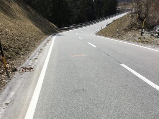 Bonaduz GR: Fahrradreifen geplatzt – Rennradfahrerin mittelschwer verletzt