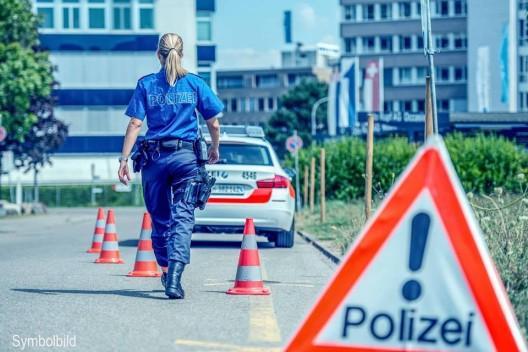 Flaach ZH: Motorradfahrer bei Kollision mit Traktor schwer verletzt – Zeugenaufruf