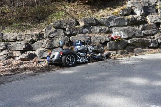 Eichberg SG: Frau prallt mit Trike frontal in Stützmauer