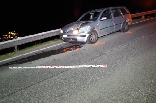 Chur GR: Autofahrer prallt in Hirschkuh – nachfolgender Auffahrunfall