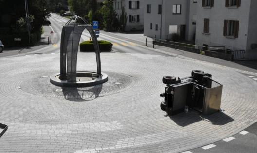 Balzers (FL): Fahrzeug zur Seite gekippt – jugendlicher Beifahrer eingeklemmt