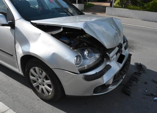 Eschen FL: Kollision im Kolonnenverkehr - Autofahrerin übersieht anhaltendes Auto