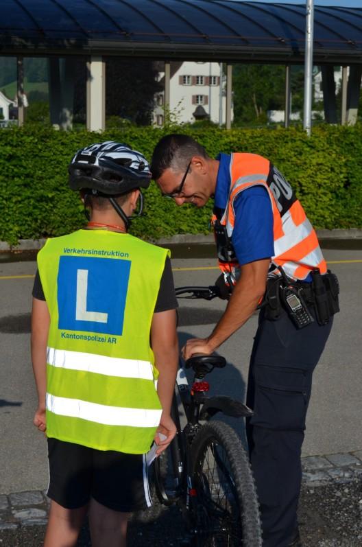 Herisau AR: Rund 180 motivierte Schüler absolvierten die Radfahrerprüfung