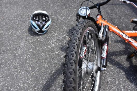 Sachseln OW: 9-jährige Schülerin stürzt mit ihrem Fahrrad auf dem Schulweg