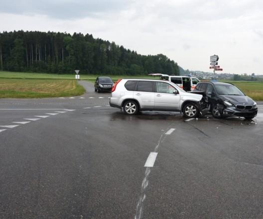 Kirchberg SG: Autofahrer prallt in abbiegendes Auto – hoher Schaden