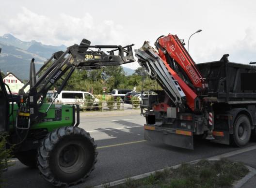 Vaduz (FL): Traktor kollidiert mit Lastwagen - Mann verletzt sich