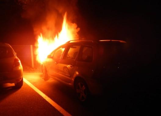 Amriswil TG: Schweizerin will Auto entwenden – Auto fängt Feuer